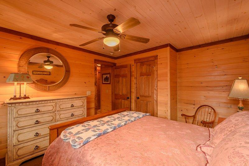 Erdgeschoss Königin Schlafzimmer mit angrenzendem Vollbad