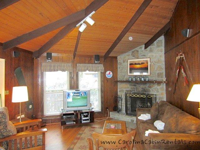 Village Creek Living Room con camino a legna