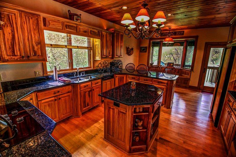 Tyneloch grand coin cuisine avec beaucoup d'espace de comptoir