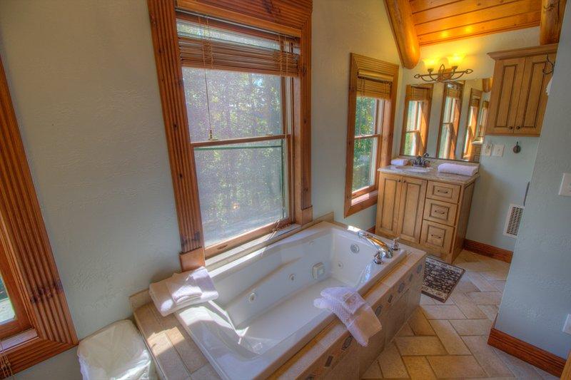 Bañera de jardín Seaforth en baño principal