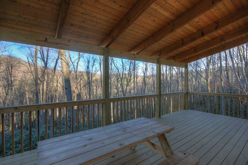Terra Gratia piano principale ponte posteriore con tavolo da picnic