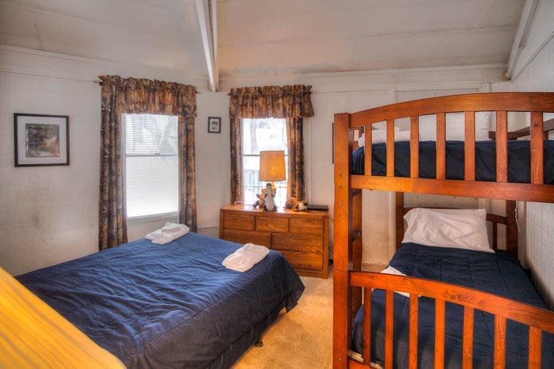 Chambre superposée avec lit queen