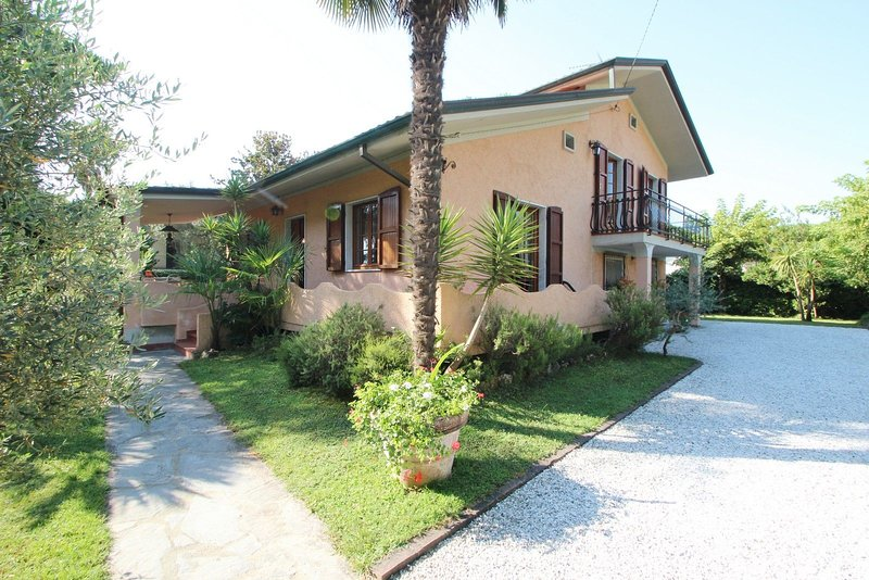 Caterina, holiday rental in Avenza