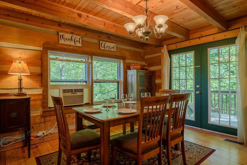 Área de jantar se abre para Back Deck