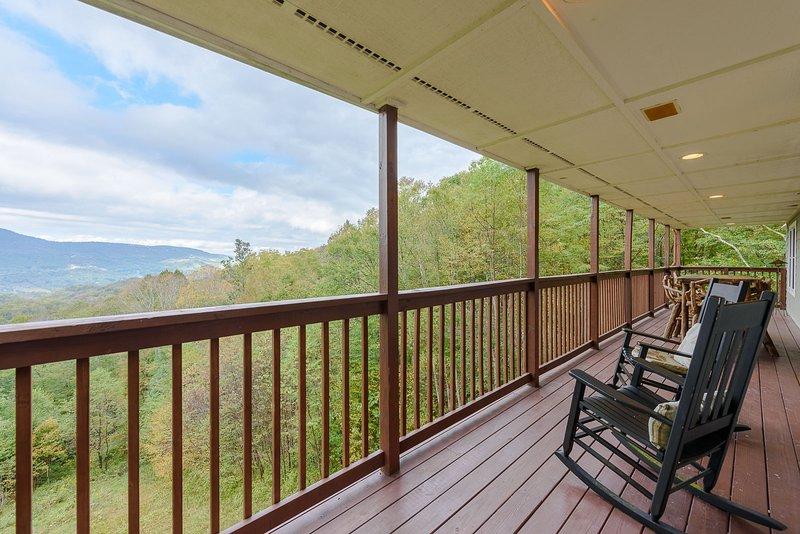 Livello superiore veranda sul retro, accessibile dalla cucina e zona pranzo