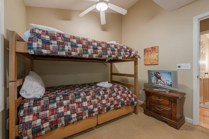 Camera da letto con letti a castello a livello principale