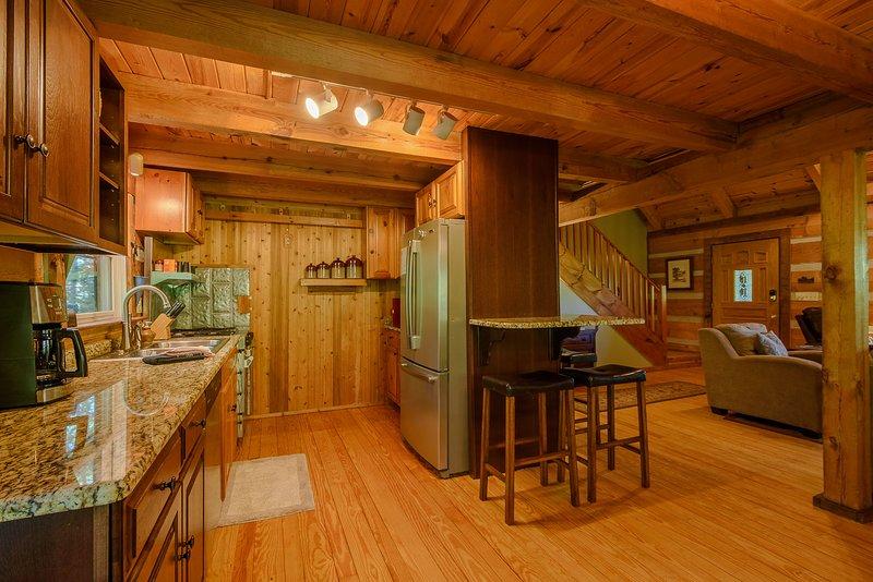 Área de jantar se abre para cozinha e sala de estar