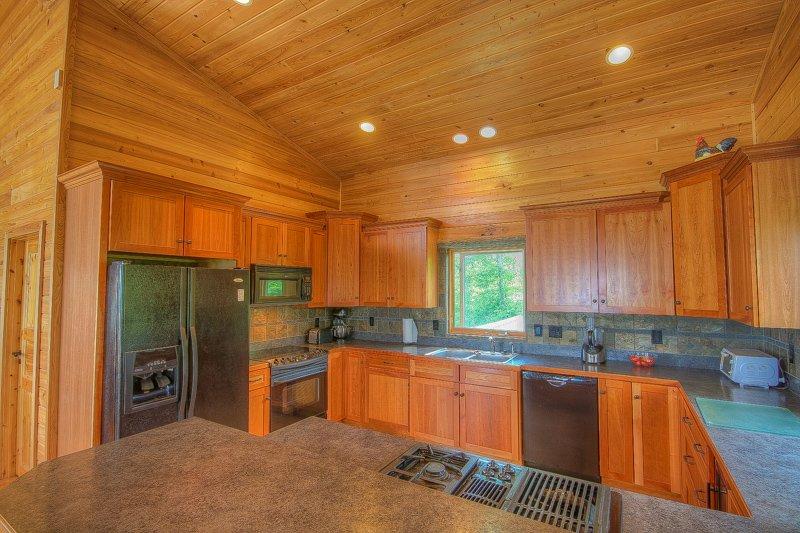 Montaña Top Lodge Amplia cocina