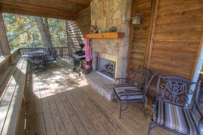 North View Lodge Covered Deck with Gas Log Fireplace
