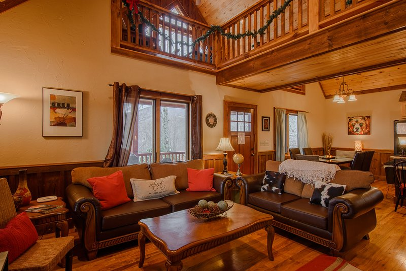 Silverleaf Great Room with Vaulted Ceilings, Wood Floors, Leather Furniture
