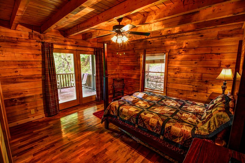 Twin Hollows Deck access from queen bedroom