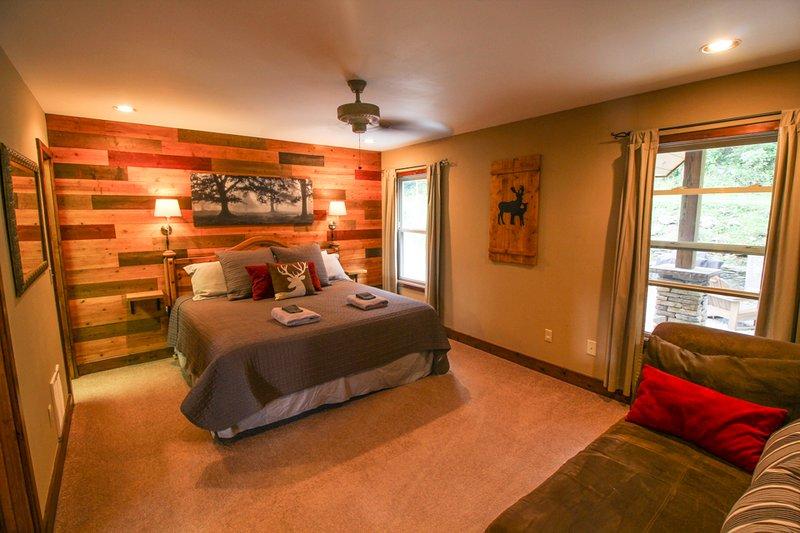 Suite de dormitorio principal Deerwood Retreat King