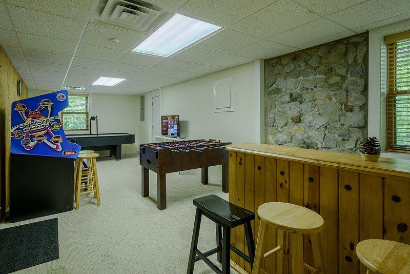 Sala de jogos com mini-bar, mesa de pebolim, air hockey, 40