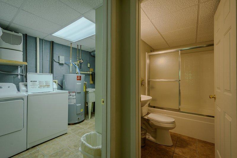 Downstairs banheiro e lavanderia