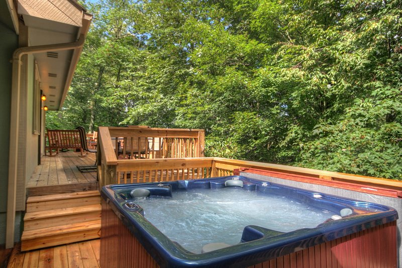 Outdoor Hot Tub on Step-down Deck