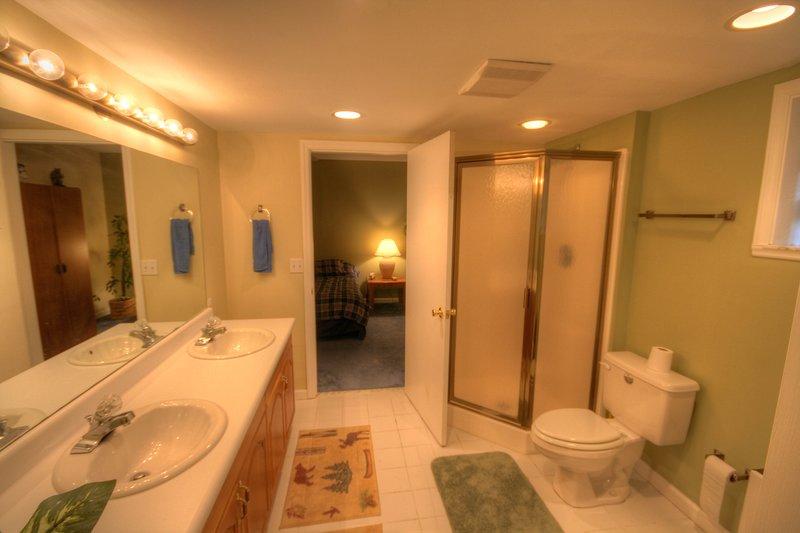 Benzine Farm Large Downstairs Full Bath