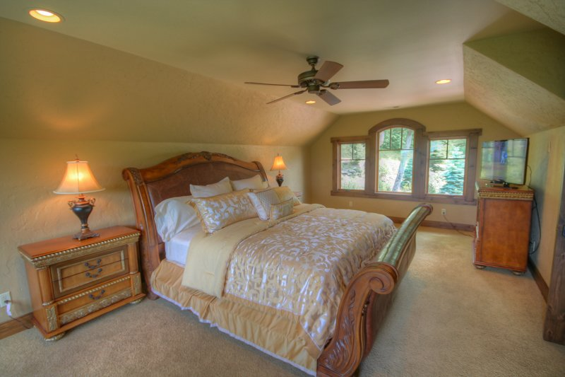 Adirondack Upstairs King Bedroom with Flat Panel TV