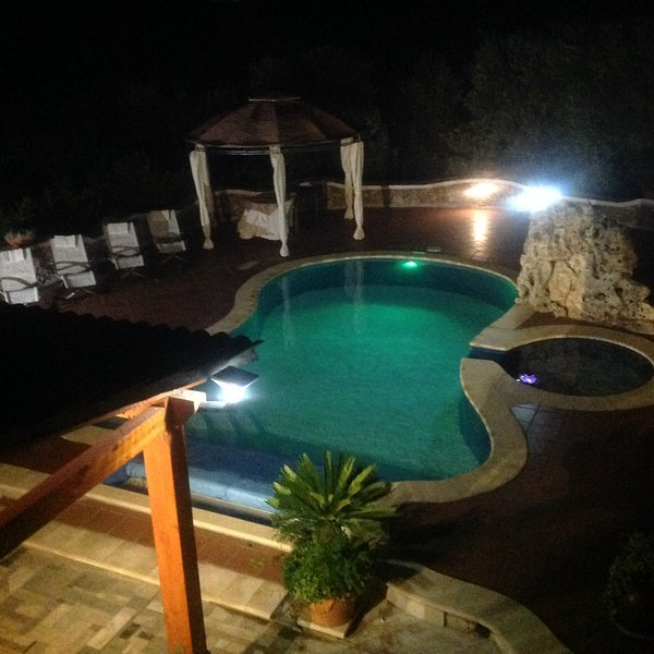Amazing apartment with shared pool, vacation rental in Massafra