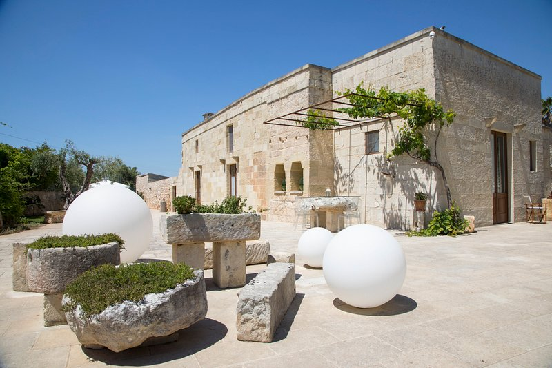Martano Villa Sleeps 10 with Pool and Air Con - 5605900, holiday rental in Cursi