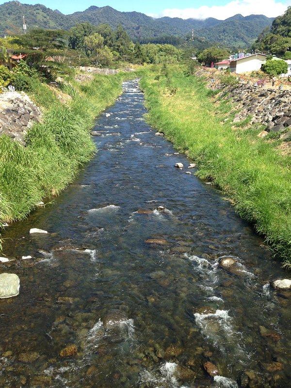 El río Caldera corre a través de Boquete. ¡¡Hermosa!!