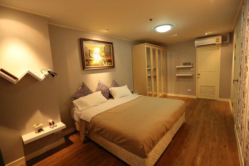 Clean Cozy Comfort easy to go Grand Palace and Khaosan road near Chaopraya river, holiday rental in Bang Kruai