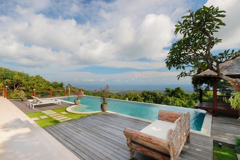 Fabulosa villa en la colina de Lovina con piscina infinita en el mar