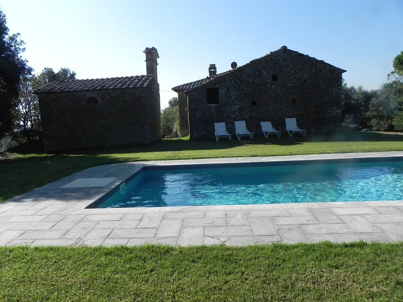Podere Santa Cristina - old farm with private pool, alquiler vacacional en Civitella in Val di Chiana