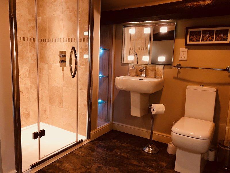 Large double bedroom/en-suite with amazing views, vacation rental in Millthorpe