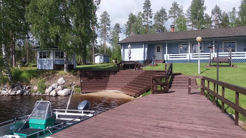 Lone Bear Lodge: Ferienhaus ganzjährig, mit Grillhütte, Sauna, Ruderboot, holiday rental in North Karelia