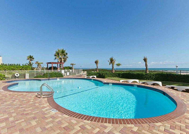 Date un chapuzón en la piscina si todavía no estás cansado de la playa