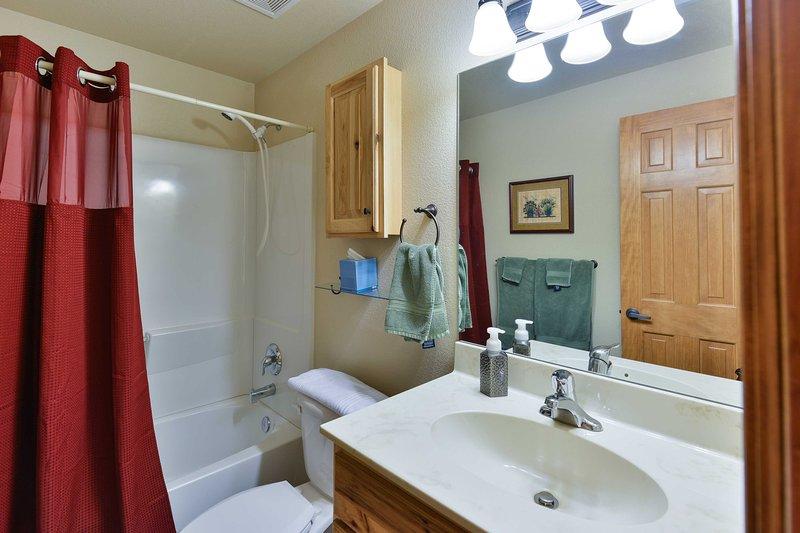 La deuxième salle de bain complète.