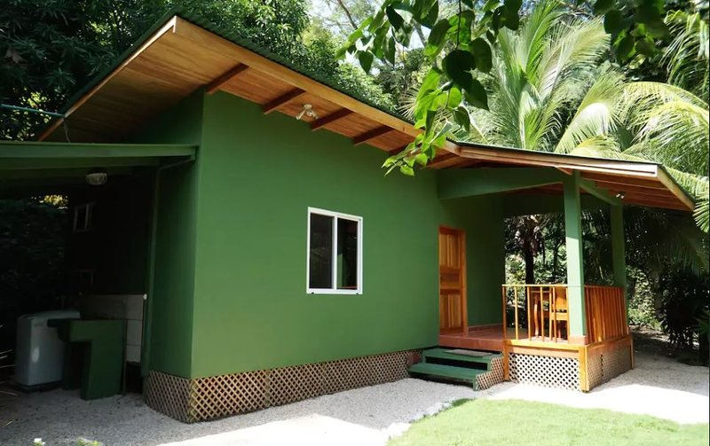 Lovely bungalow with a queen-size bed, kitchen, bathroom, terrace, private dipping pool, garden
