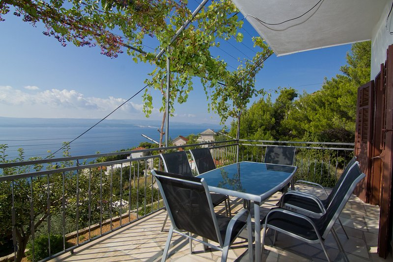 MK A2(6+2) - Marusici, vacation rental in Omis