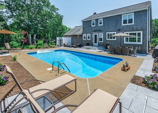 Beautiful Home Near Long Point Beach with Heated Pool, holiday rental in West Tisbury