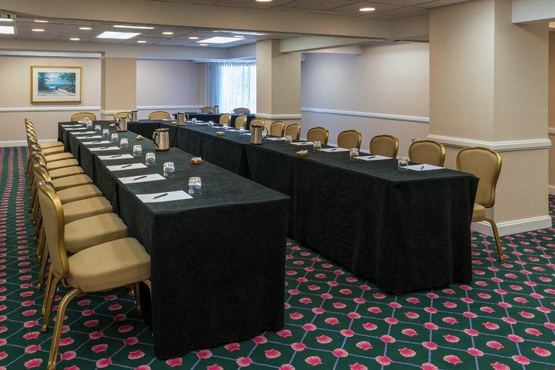 Nutzen Sie die bequemen und ausgestatteten Tagungsräume.