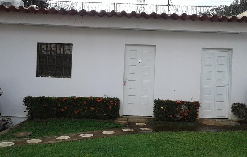 Hostal Santo Domingo-Double or Twin Room, alquiler de vacaciones en Jinotepe