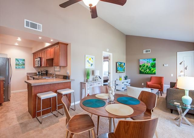Beautiful Condo Near Downtown Palm Springs, holiday rental in Palm Springs