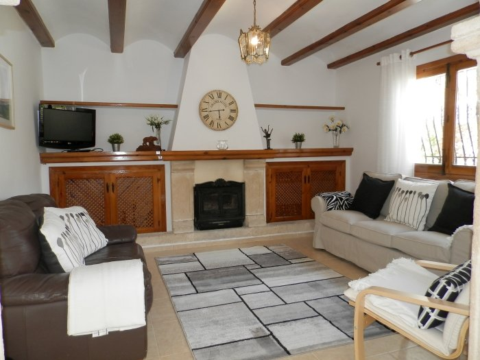 Lounge with Satellite TV, UK TV and Wi-fi