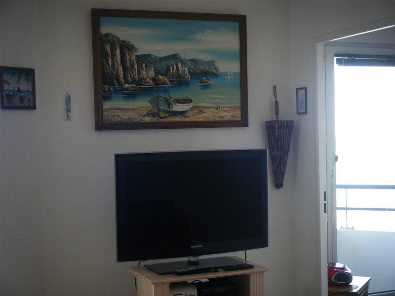 TV with adjoining door can watch TV in bed !!!!