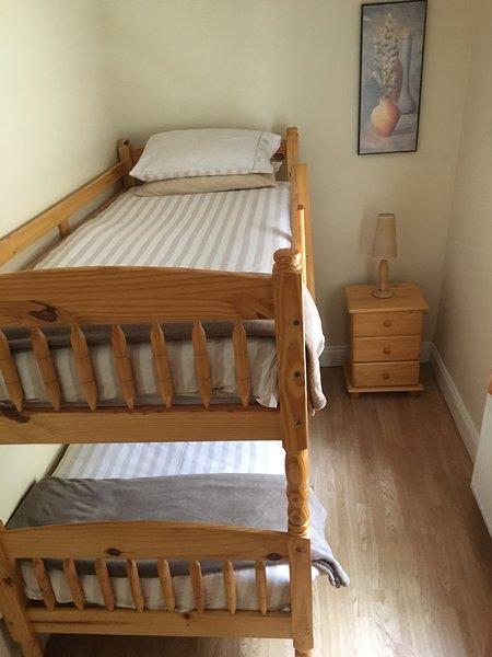 3. Schlafzimmer mit voller Größe Etagenbetten