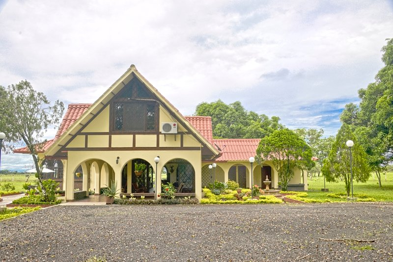 Canaima 1 Hacienda Agroturistica, holiday rental in Cumaral