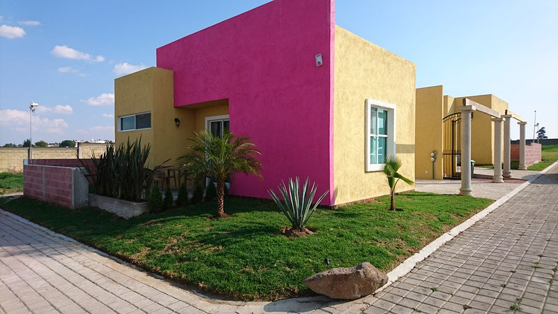 Vulkanhaus Puebla Mexico 2 Queen Size Beds, holiday rental in Cholula