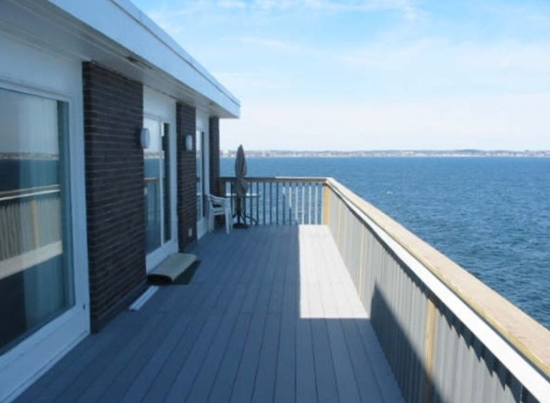 Direct Oceanfront Home in Seaside Community, holiday rental in Lynn