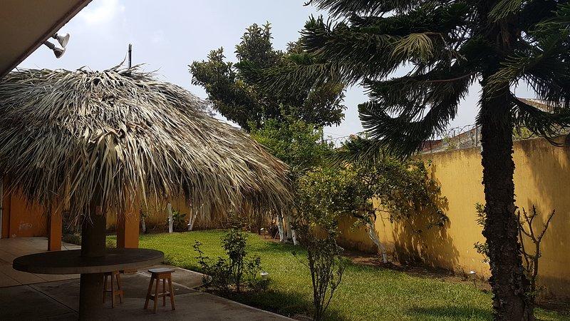 Casa hermosa a 20 minutos de aeropuerto y a 5 minutos del parque mundo petapa, aluguéis de temporada em Petapa