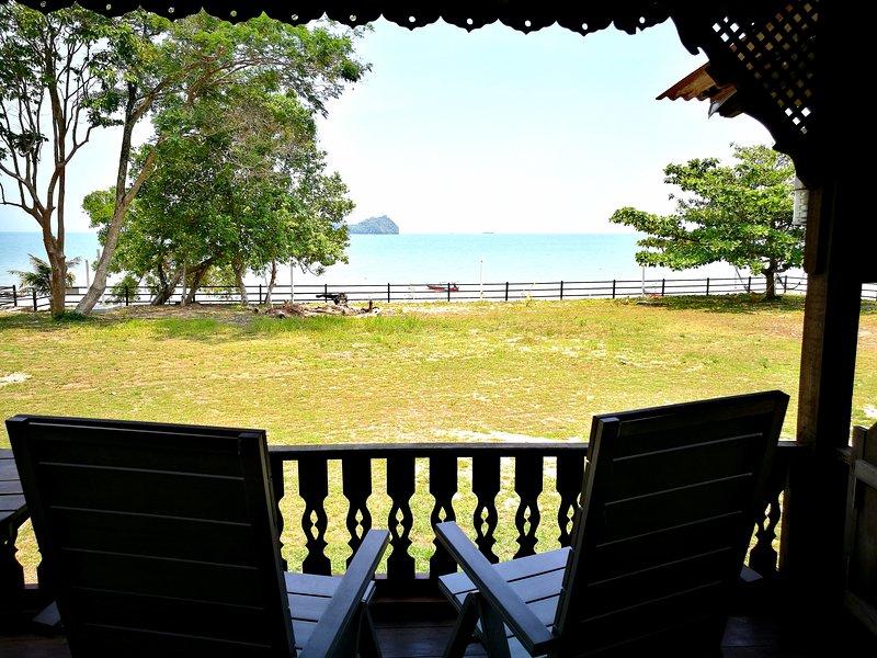 Sri Ketapang Beachfront Chalet, holiday rental in Langkawi