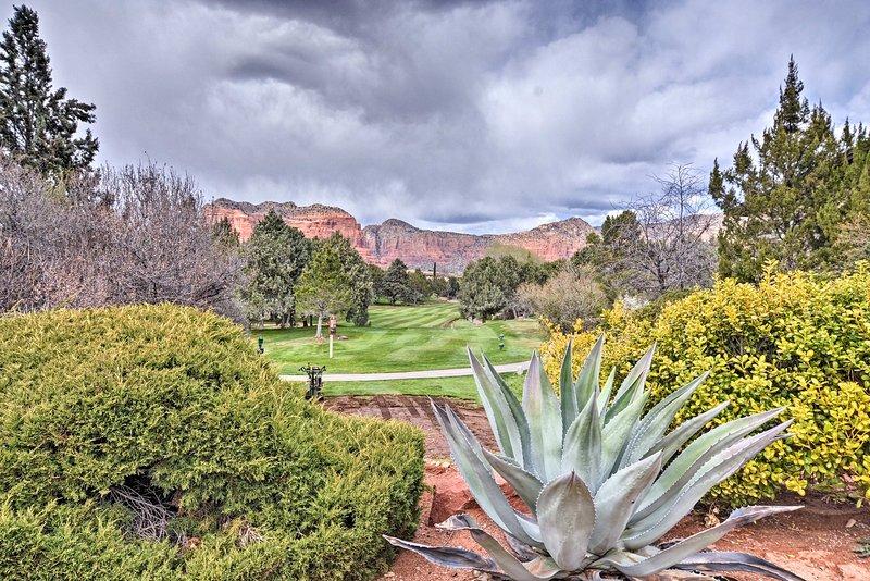 Réservez un temps de départ au parcours de golf voisin.