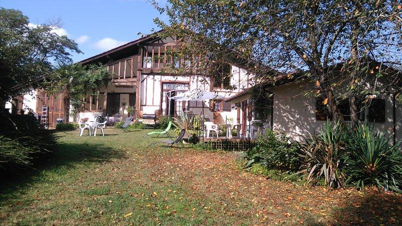 Ferme Le Grand Hourcqs - 2 Gites  3 Chambres d'Hotes, casa vacanza a Heugas