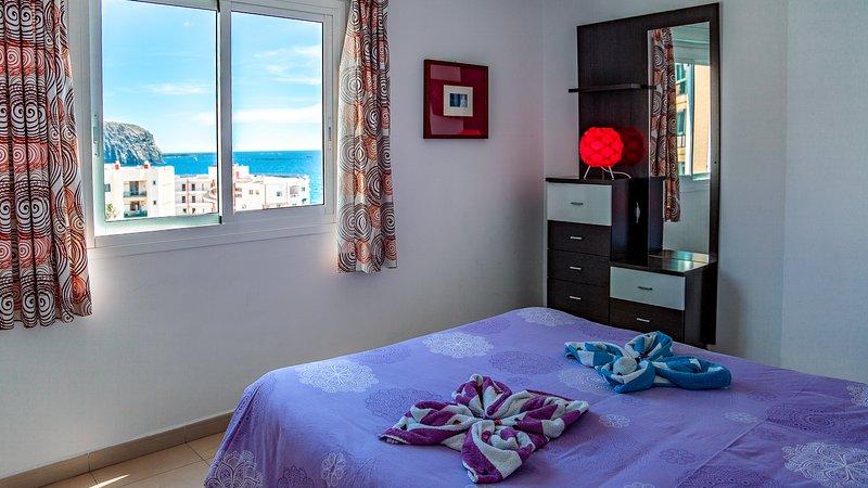 Vista para o mar do quarto.
