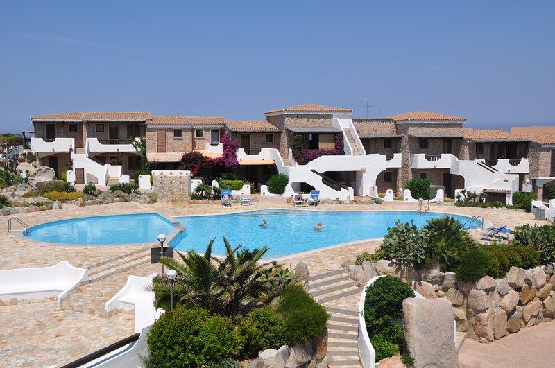 Mini appartamento in residence sul mare con piscina, holiday rental in Terravecchia-portoquadro