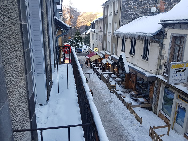 balcony snowy